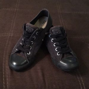 Distressed Converse size 6